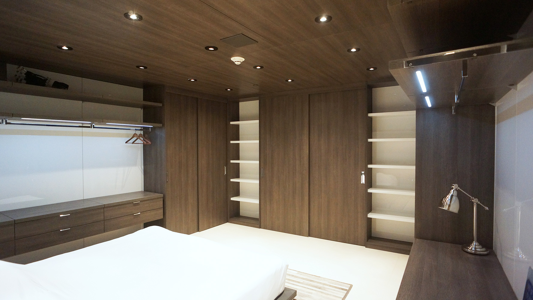 Moderna line custom closet made in Miami